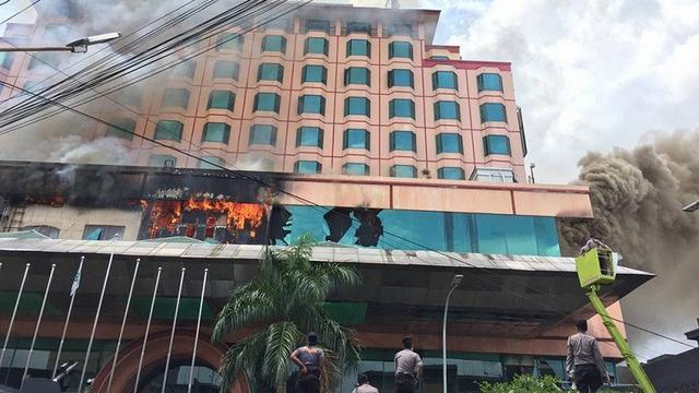 Terbakar Seharian Hotel Megah Tempat Presiden Menginap Jambi Hingga Kasus