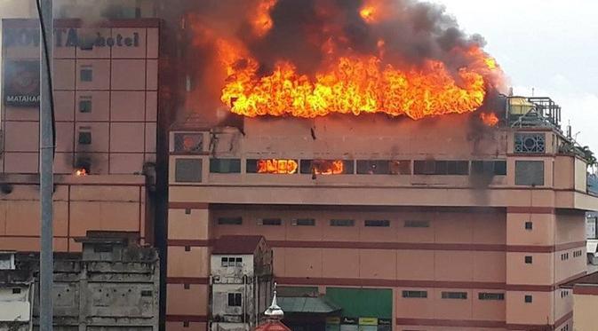Terbakar Seharian Hotel Megah Tempat Presiden Menginap Jambi Runtuh Bali