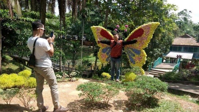 Galeri Foto Kursi Heboh Spot Tempat Berfoto Menarik Kampoeng Radja