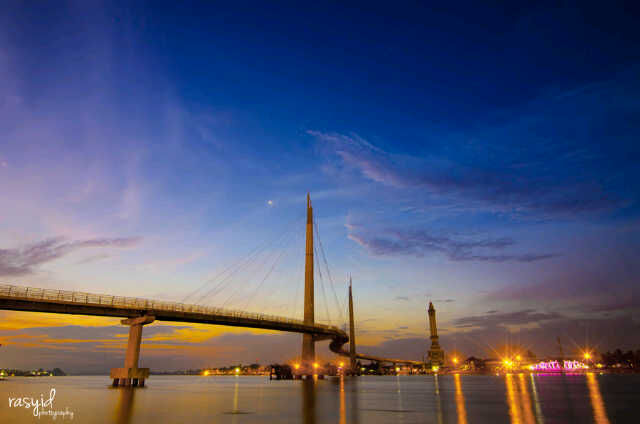 Gentala Arasy Bridge Jambi Jembatan Pedestrian Kota