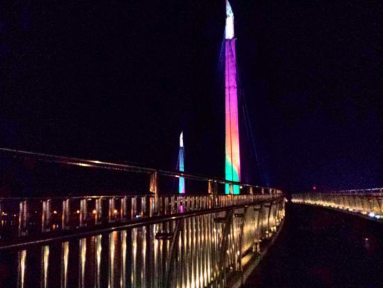 Jembatan Malam Picture Gentala Arasy Pedestrian Bridge Kota Jambi