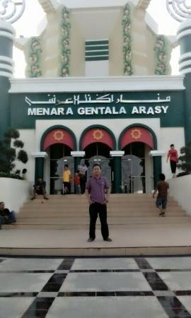 Jembatan Pedestrian Gentala Arasy Picture Bridge Kota Jambi