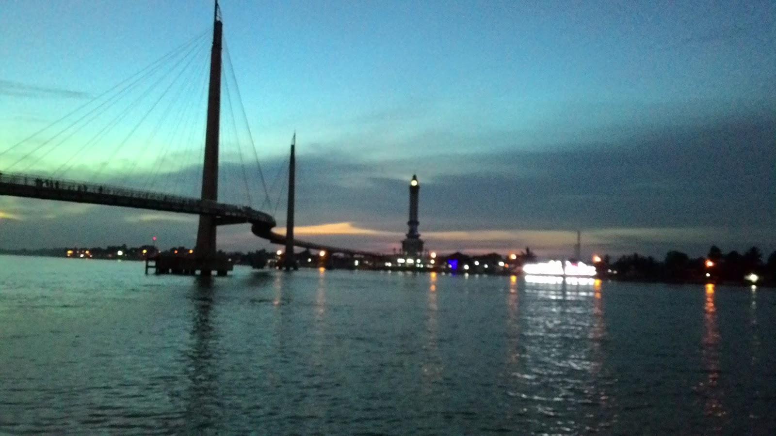 Jembatan Pedestrian Menara Gentala Arasy Coretan Anak Bangsa P 20150430