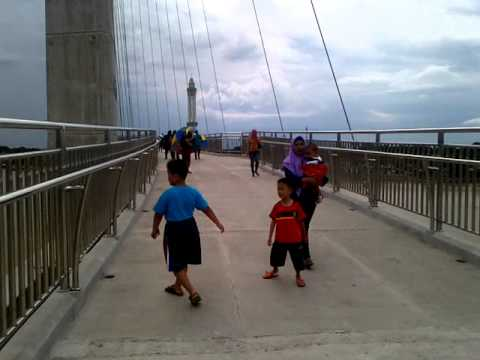 Jembatan Pedistrian Menara Gentala Arasy Jambi Youtube Pedestrian Kota