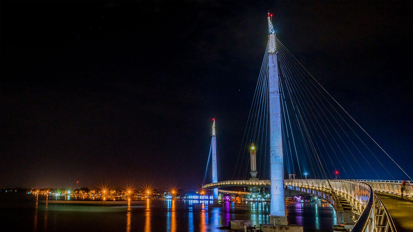 Menara Gentala Arasy Tahta Indah Bantaran Sungai Batanghari Sekilas Jembatan