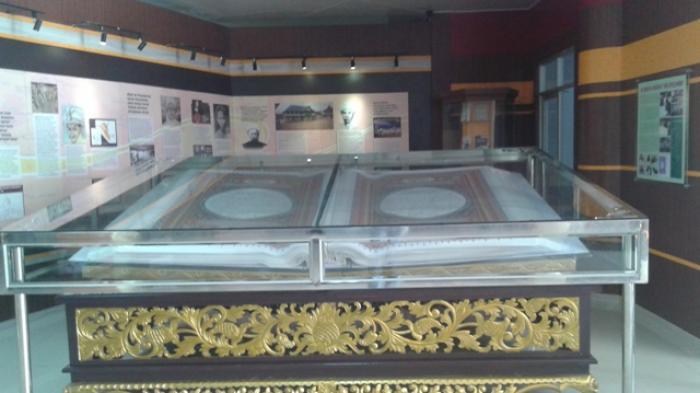 Mushaf Alquran Jambi Museum Gentala Arasy Tribun Jembatan Pedestrian Kota