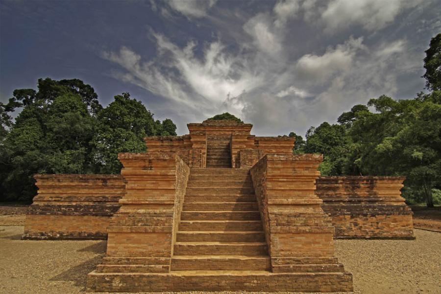 10 Tempat Wisata Jambi Menarik Wajib Dikunjungi Bersama Keluarga Kolam