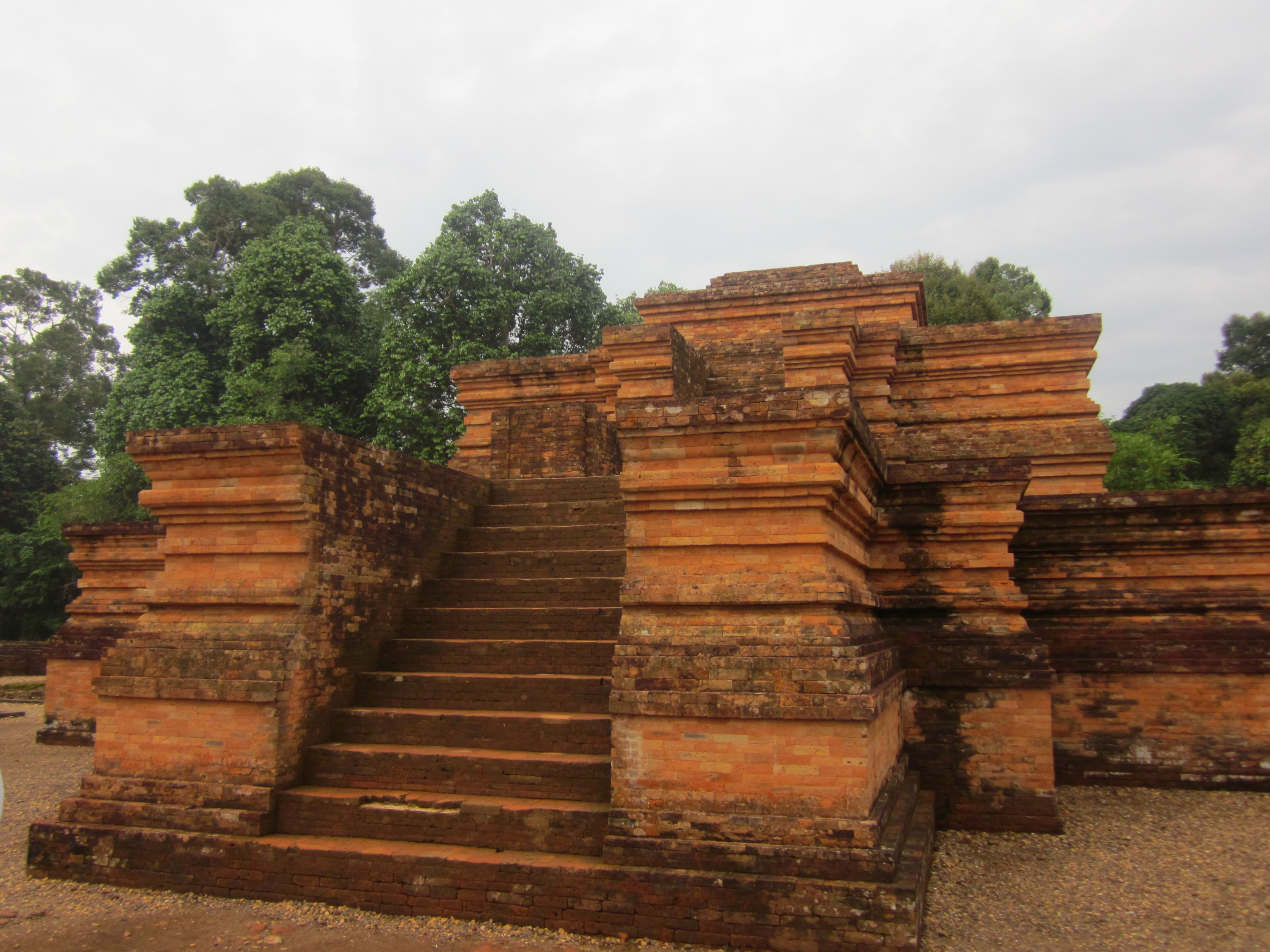 10 Tempat Wisata Jambi Wajib Dikunjungi Candi Muaro Kompleks Kolam