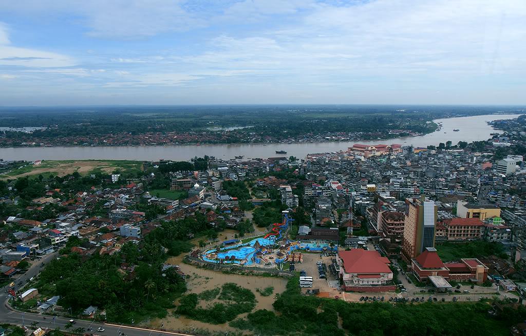 10 Tempat Wisata Kota Jambi Melegenda Lampu Kuning Kolam Renang