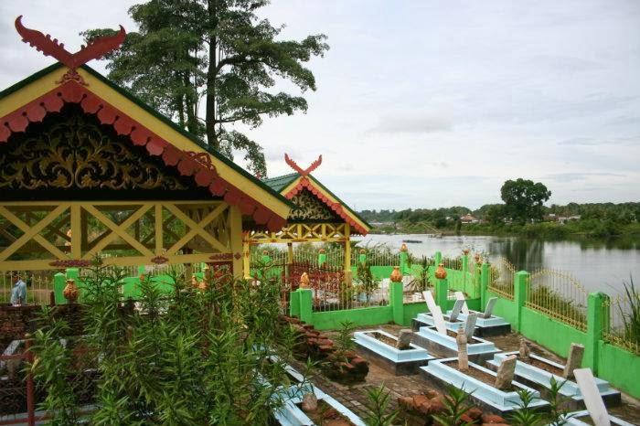 Tempat Kunjungan Wisata Kota Jambi Seputaran Kompleks Makam Rajo Kolam