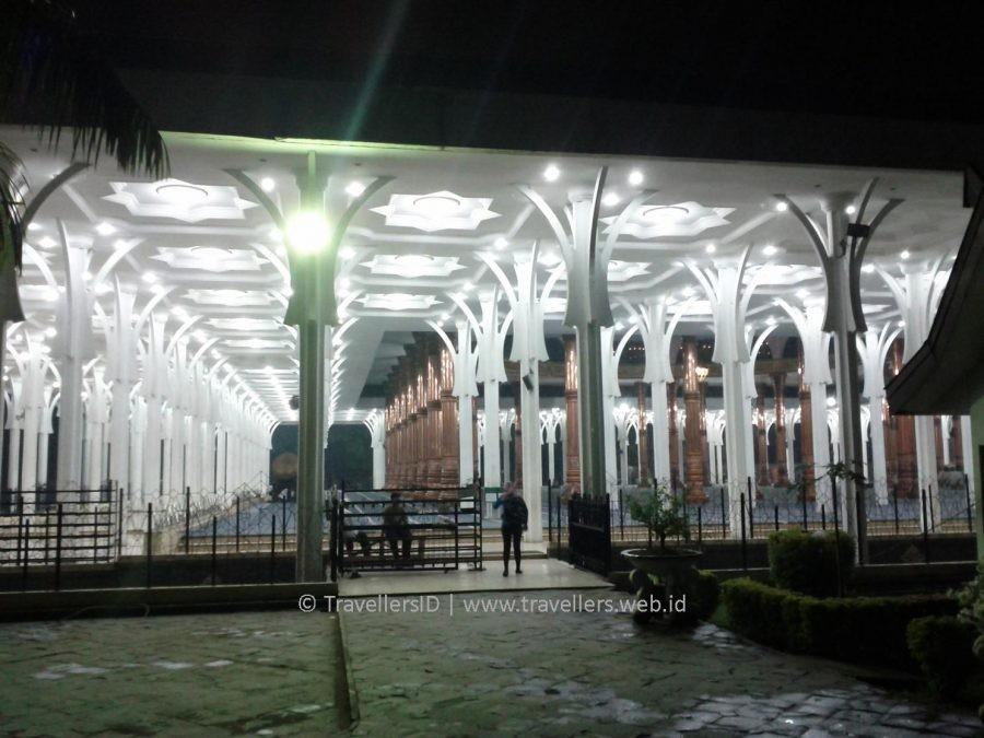 Blog Masjid Seribu Tiang Berkonsep Ramah Penuh Sejarah Halaman Agung