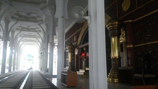 Foto Bersama Teman Depan Masjid Picture Agung Al Falah Mosque