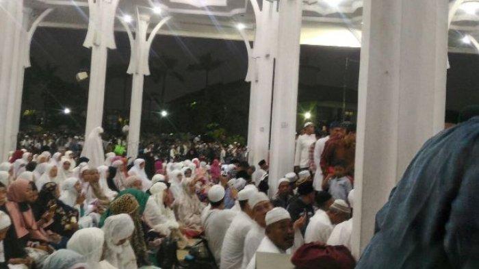 Foto Jelang Tabligh Akbar Jemaah Masjid Al Falah Diajak Berzikir