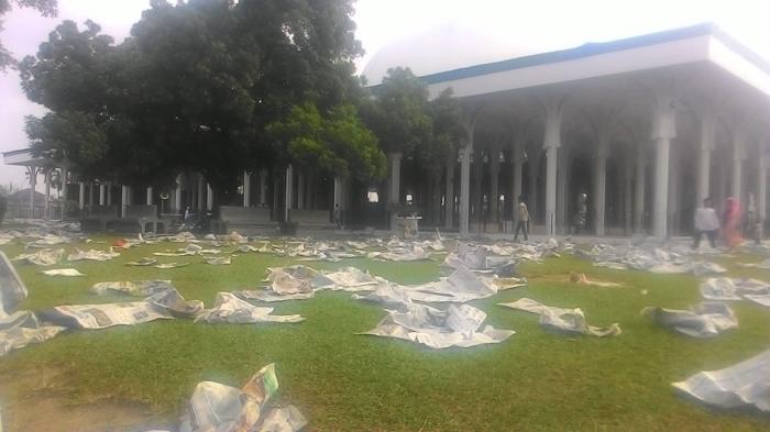 Foto Sampah Menumpuk Pelataran Masjid Agung Jambi Tribun Al Falah