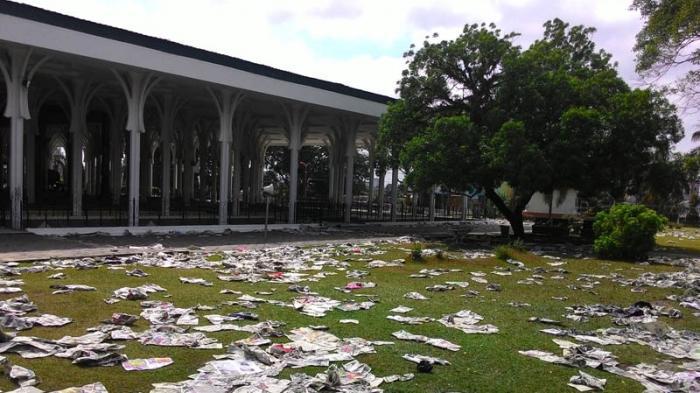 Masjid Agung Al Falah Dikepung Sampah Koran Tribun Jambi Kota