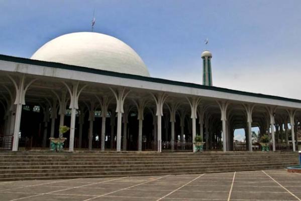 Masjid Al Falah Unik Seribu Tiang Agung Kota Jambi