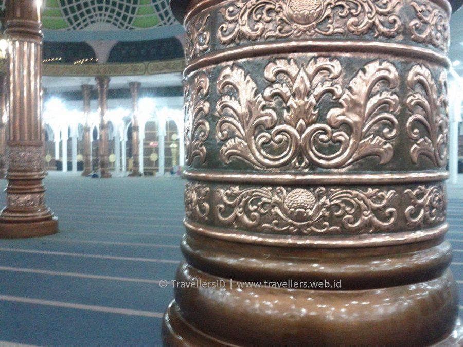 Masjid Seribu Tiang Berkonsep Ramah Penuh Sejarah Ragam Ornamen Agung