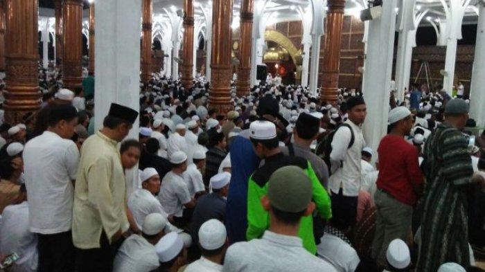 Tiba Masjid Al Falah Ustaz Abdul Somad Disambut Salawat Tribun