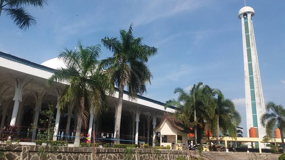 Wisata Keluarga Ss Masjid Seribu Tiang Jambi 1000 Mmm Agung