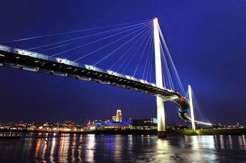 Alasan Kamu Wajib Mengunjungi Jembatan Pedestrian Menara Gentala Arasy Kota