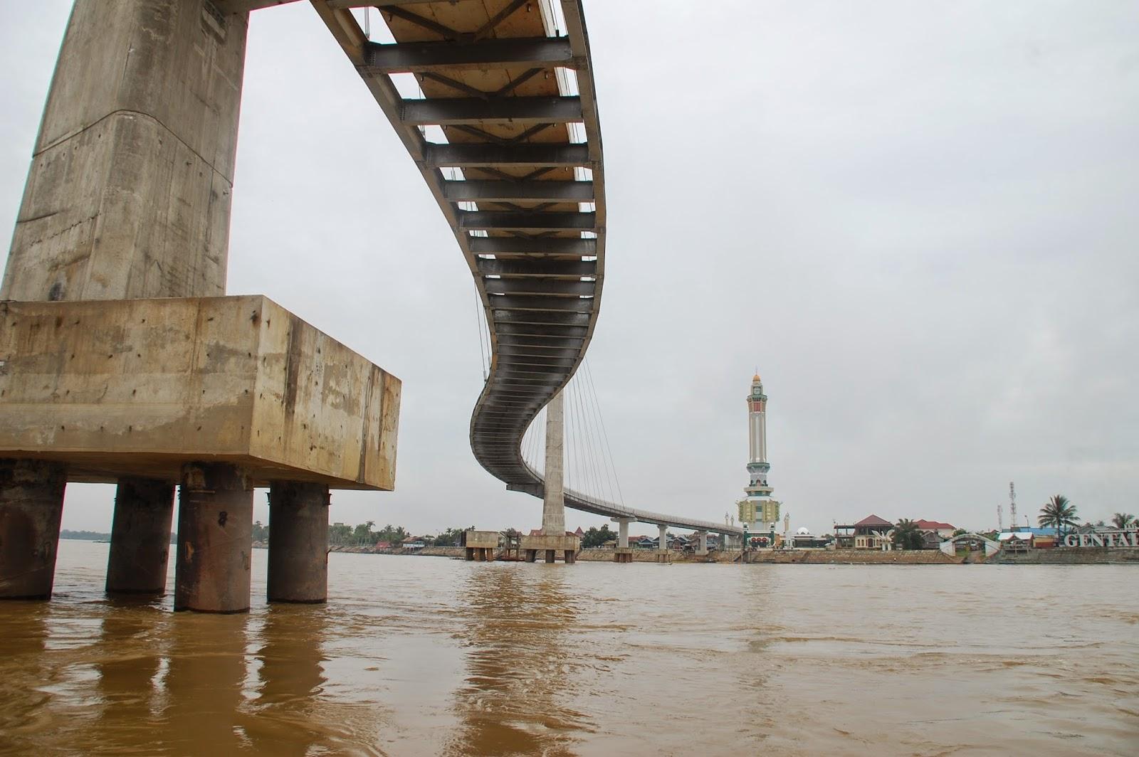 Beritaku Wisata Sungai Batanghari Seputar Jembatan Pedistrian Menara Gentala Arasy