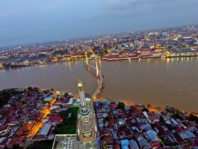 Gentala Arasy Jembatan Pedestrian Khusus Pejalan Kaki Foto Senja Jambi