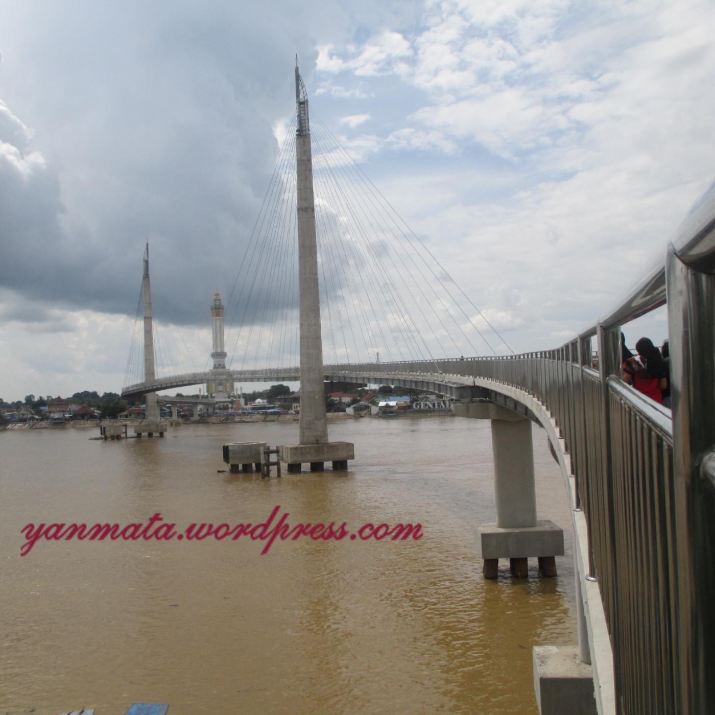 Jembatan Pedestrian Menara Gentala Arasy Icon Jambi Yanmata Img 20150415