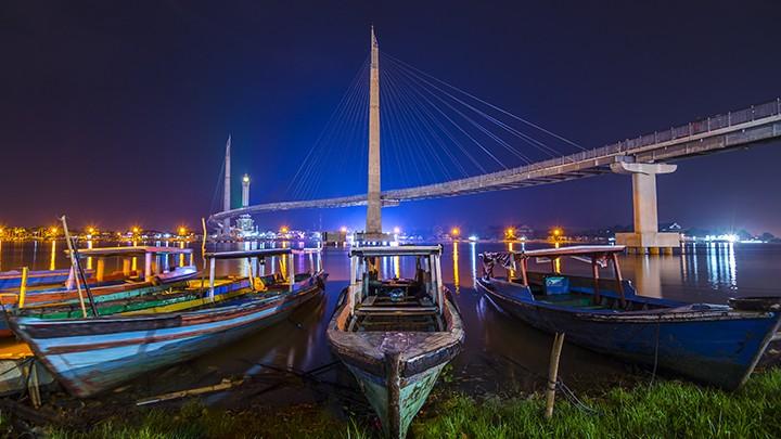 Jembatan Pedestrian Menara Gentala Arasy Jambi Network Kota
