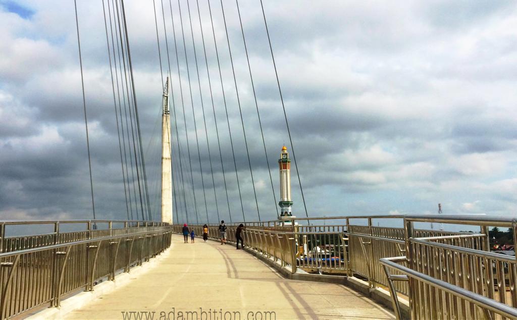 Jembatan Pedestrian Menara Gentala Arasy Jambi Ragam Wisata Bentuknya Menyerupai