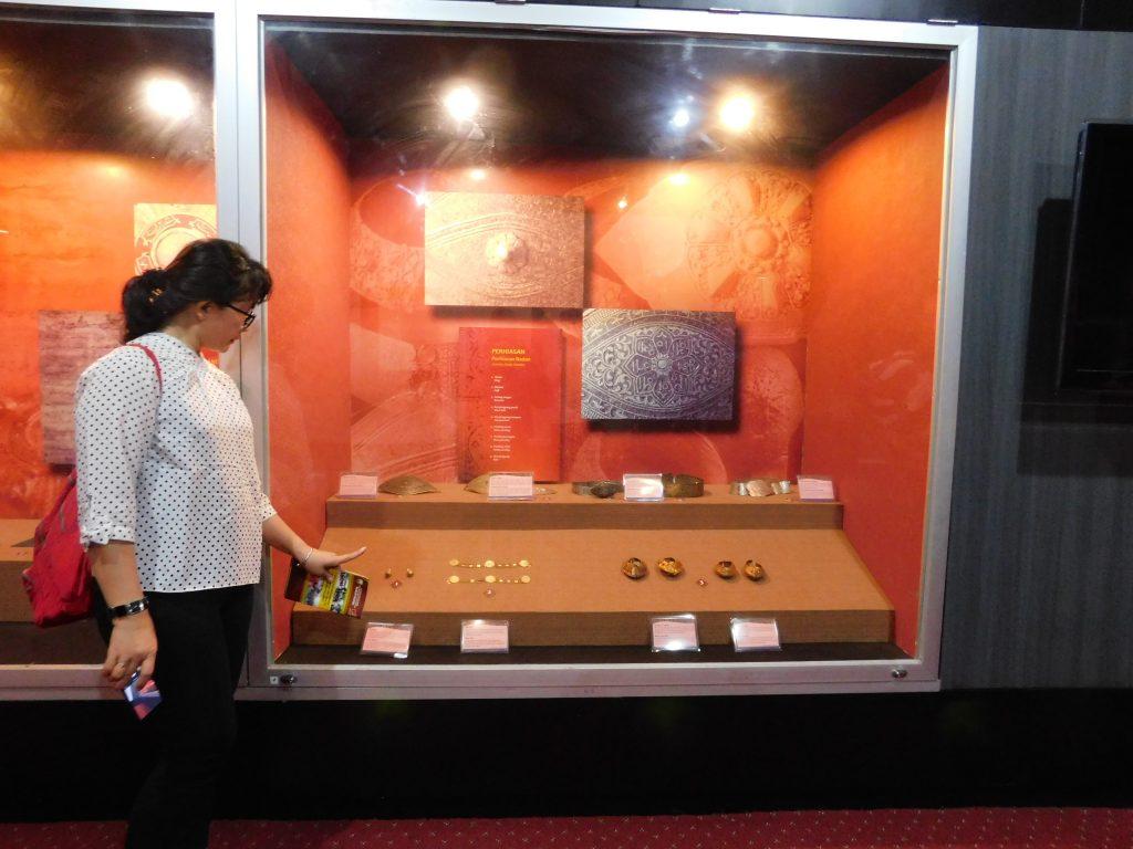 Koleksi Masterpiece Museum Siginjei Jambi Pengunjung Melihat Terakhir Ruang Khazanah