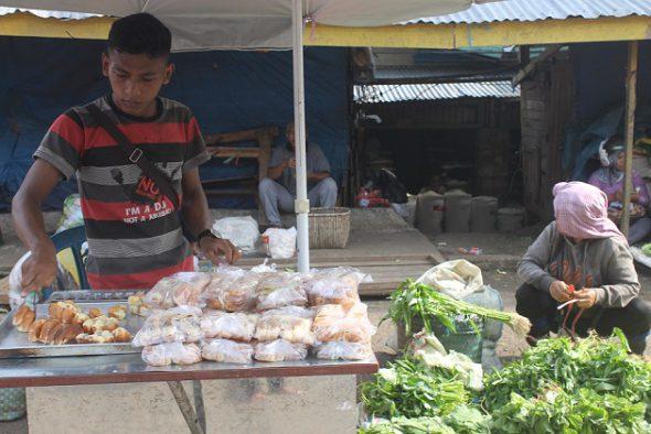 19 07 2016 Dinas Pasar Kota Jambi Jajanan Keramik Sitimang