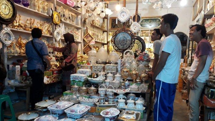 Butuh Barang Antik Langsung Pasar Sitimang Rp 30 Ribu Hingga