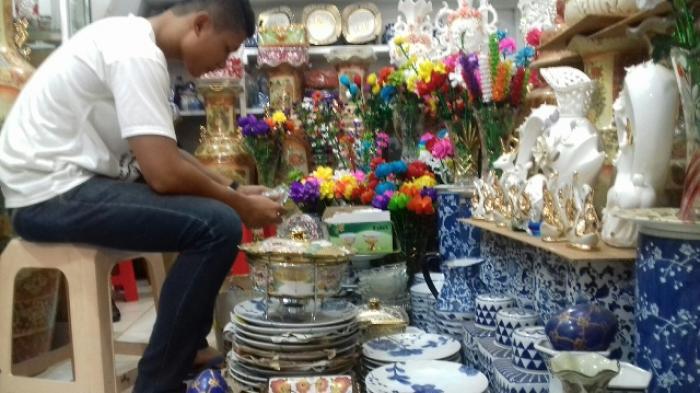 Foto Penjualan Keramik Angso Duo Pembeli Datang Palembang Apalagi Segmen