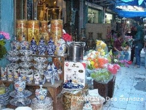 Sentra Keramik Pasar Sitimang Jadi Tempat Berburu Kolektor 1 Kota
