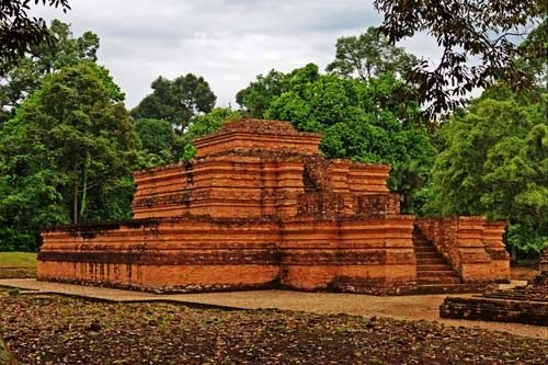 10 Tempat Wisata Jambi Wajib Dikunjungi Candi Muaro Taman Anggrek