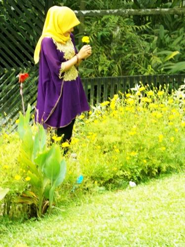 Hijab Street Style Taman Anggrek Lluckyi Almarhumah Sri Soedewi Istri