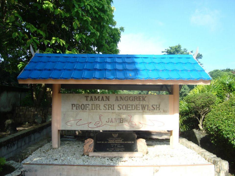 Taman Anggrek Sri Soedewi Wisata Jambi Pilih Tempat Objek Satu