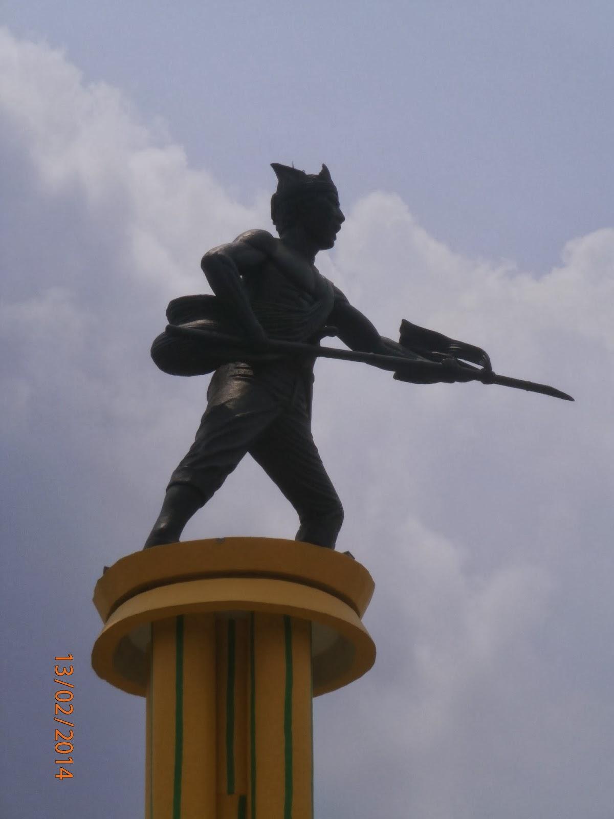 Akar Tugu Juang Monumen Perjuangan Masyarakat Jambi Patung Pejuang Ujung
