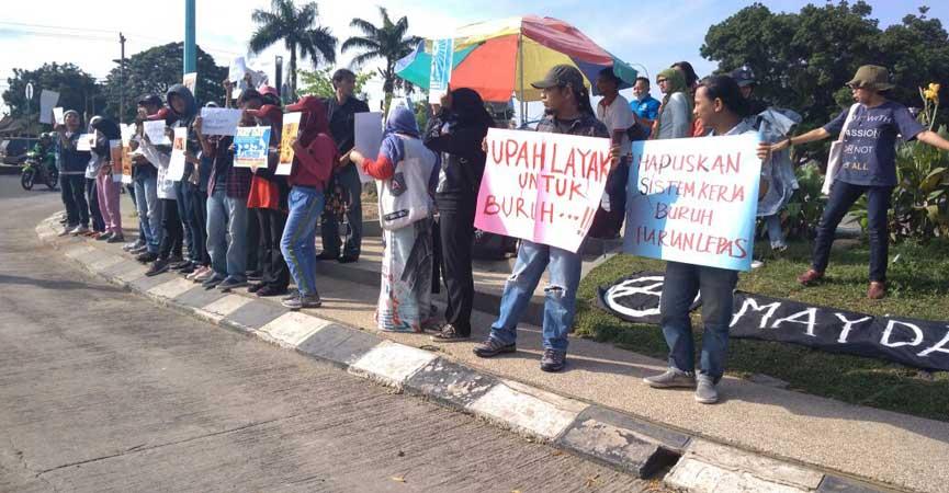 Aksi Simpatik Hari Buruh Internasional Tugu Juang Infojambi Sipin Kota