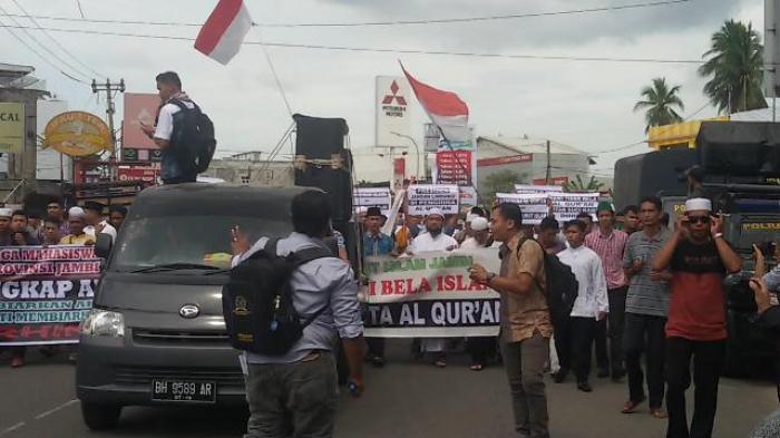 Foto Demo Ahok Tugu Juang Jambi Arus Lintas Sempat Massa