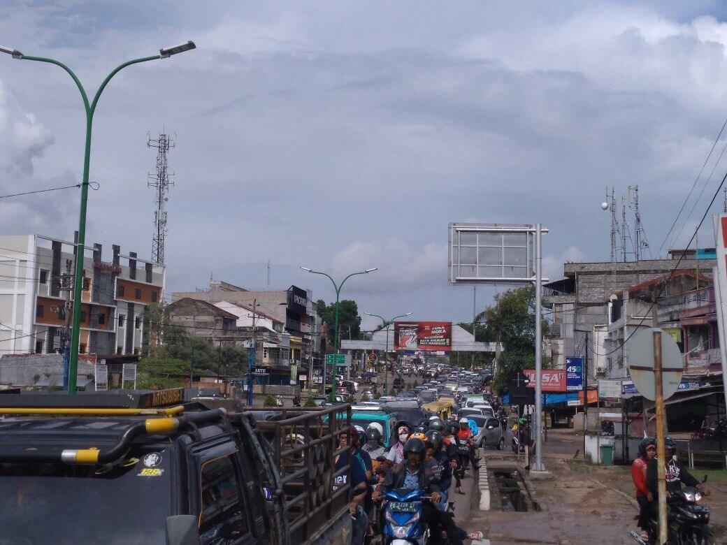 Macet Parah Kawasan Tugu Juang Kota Jambi Seru Serujambi Kemacetan