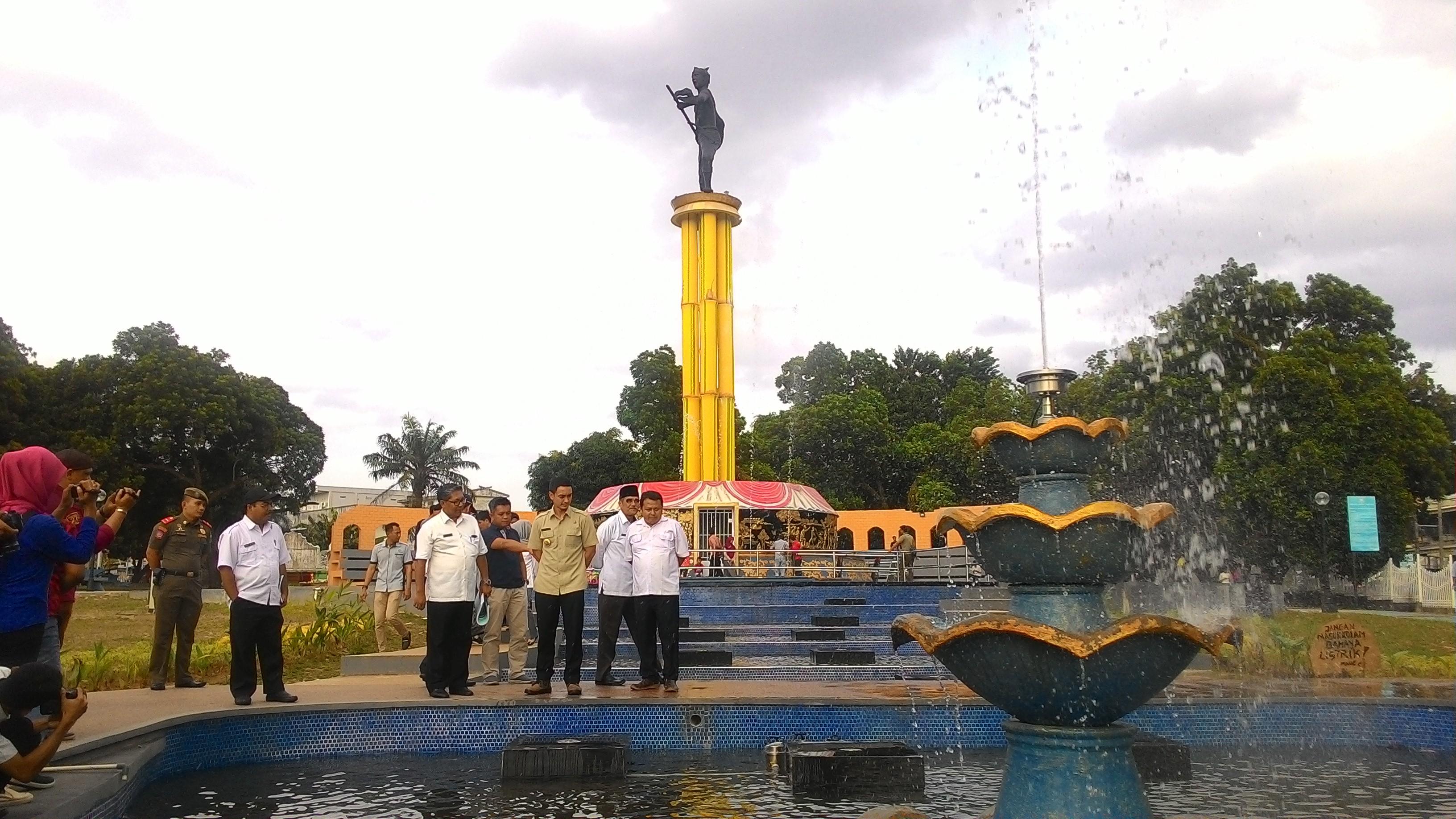 Tinjau Pembangunan Tugu Juang Taman Nyaman Kabar Daerah Jambi Sipin