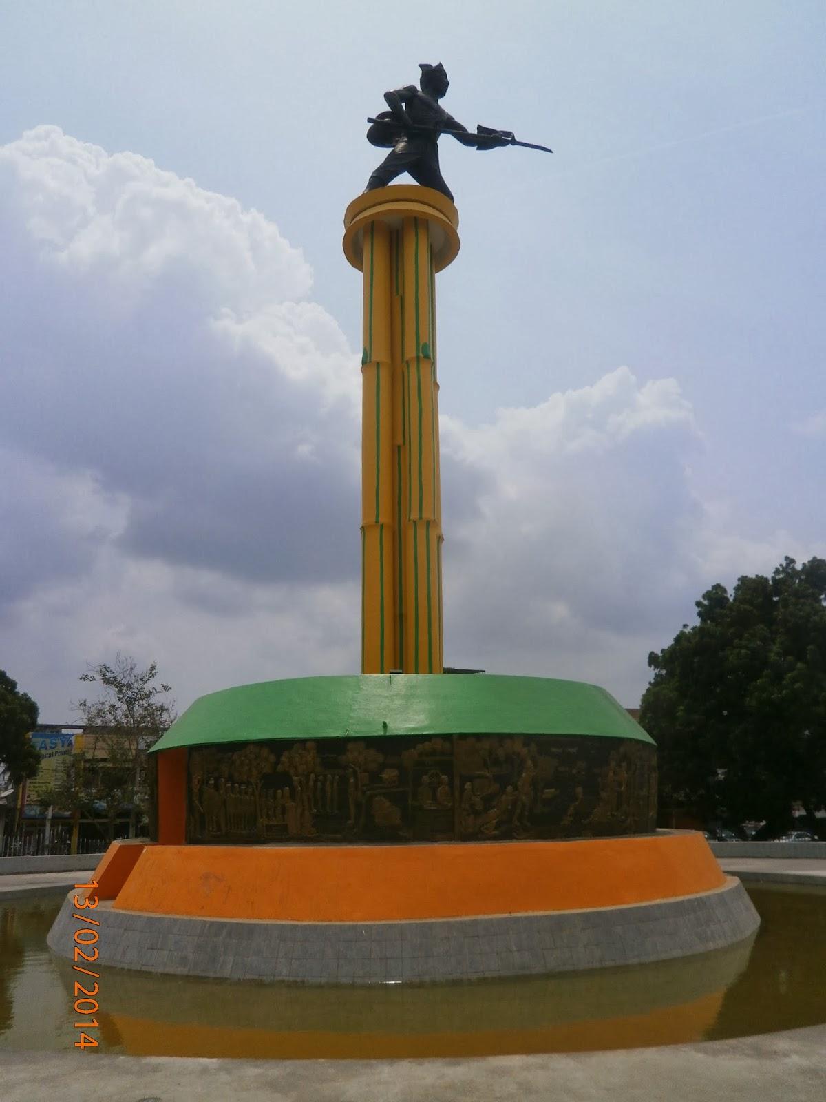 Tugu Juang Itenk Monumen Jambi Sipin Kota