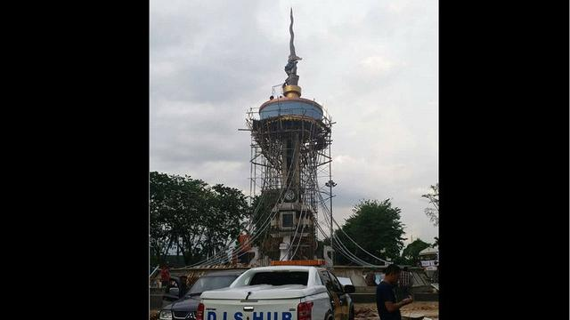 Keris Raksasa Asal Yogyakarta Jadi Ikon Kota Jambi Regional Tugu