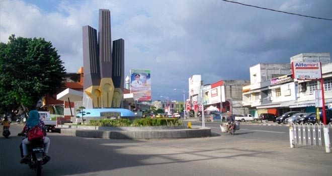 Lakukan Penghijauan Pemkot Jambi Percantik Kota Taman Tugu Pers Kawasan