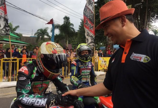 Road Race Tugu Keris 500 Pembalap Rebut Trofi Motoprix Wali