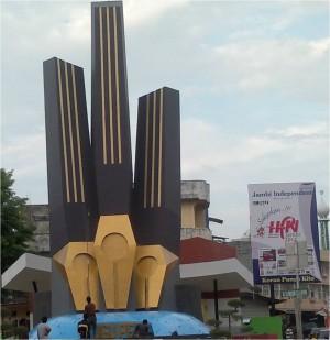 Tugu Pers Jantung Kota Jambi Oleh Sandro Balawangak Kompasiana 13286089101789423704