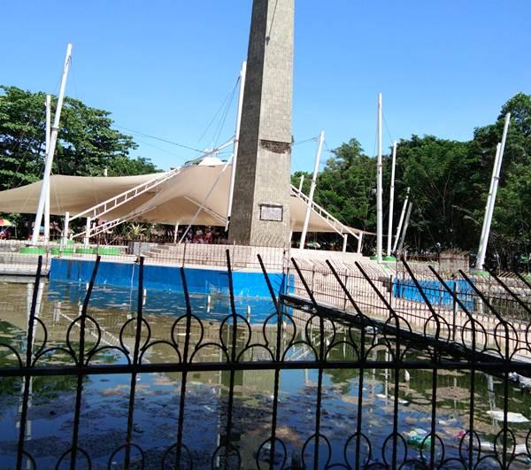 Kolam Taman Kota Kendari Dipenuhi Sampah Mysultra