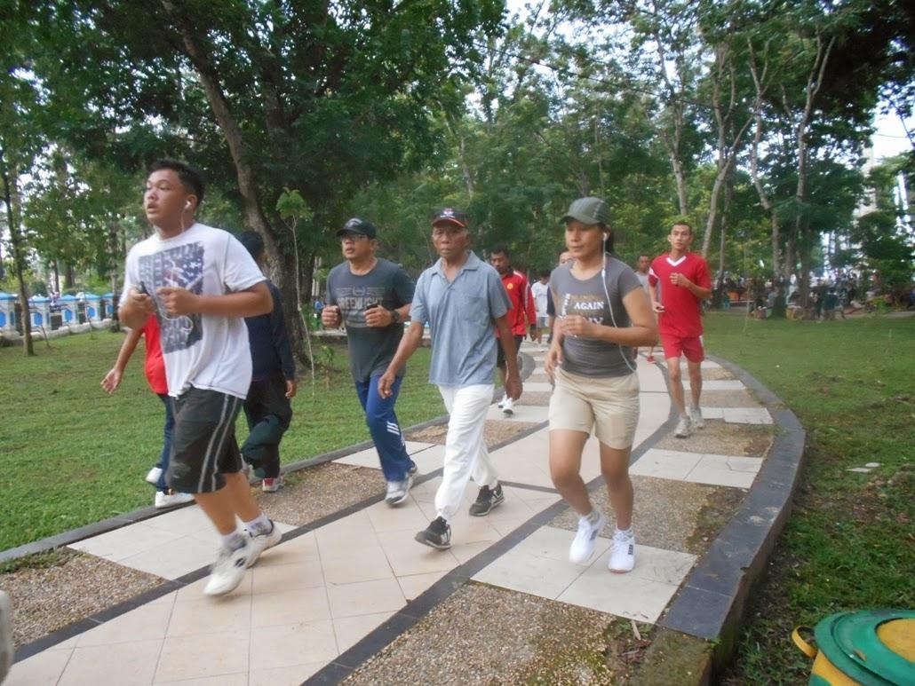 Menyehatkan Jasmani Minggu Pagi Taman Kota Kendari Cendana Cendananews Mens