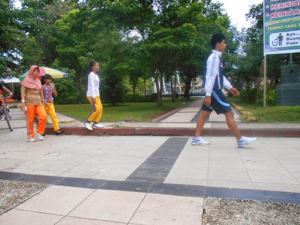 Menyehatkan Jasmani Minggu Pagi Taman Kota Kendari Cendana Jadi Jangan